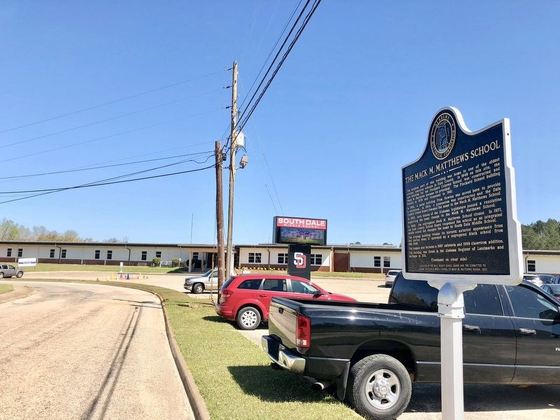 The Mack M. Matthews School Marker in front of the South Dale Middle School. image. Click for full size.