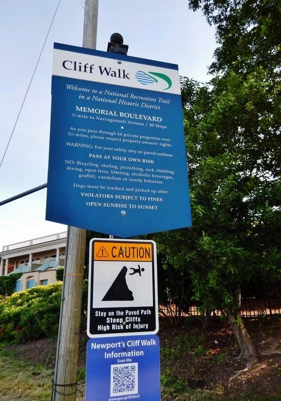 Cliff Walk Trail: Memorial Boulevard Sign (<i>near marker</i>) image. Click for full size.