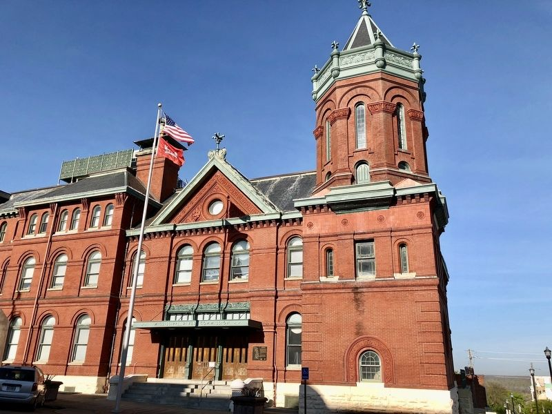 Former Post Office & Customs House (now Mississippi Valley Division). image. Click for full size.