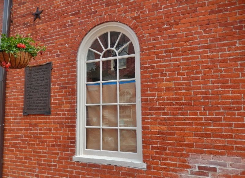 Market Square Tea Burning Marker (<i>wide view; marker visible left of window</i>) image. Click for full size.