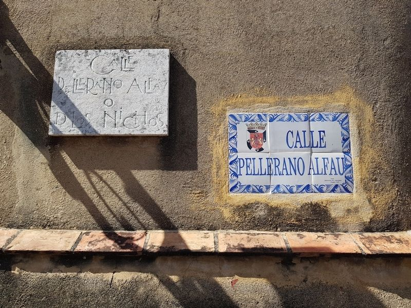 Additional street signs near the Calle de las Damas marker image. Click for full size.