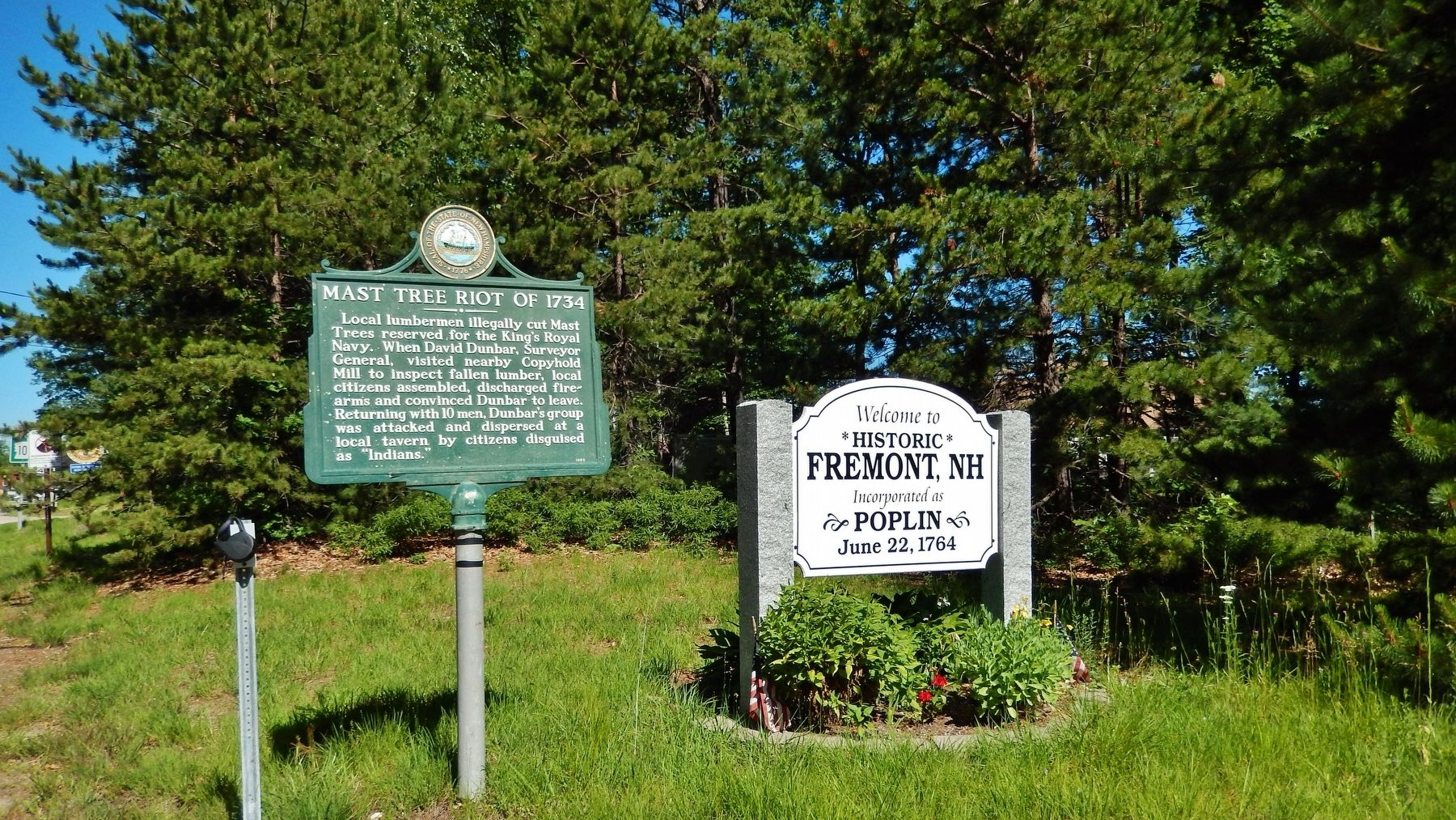 Mast Tree Riot of 1734 Marker (<i>wide view</i>) image. Click for full size.