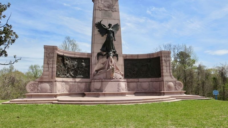 Marker can be seen to right, and to rear, of the Missouri State Memorial. image. Click for full size.