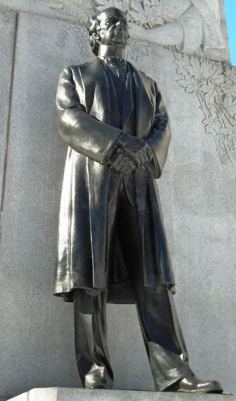 Wilfred Laurier Statue on Monument image. Click for full size.