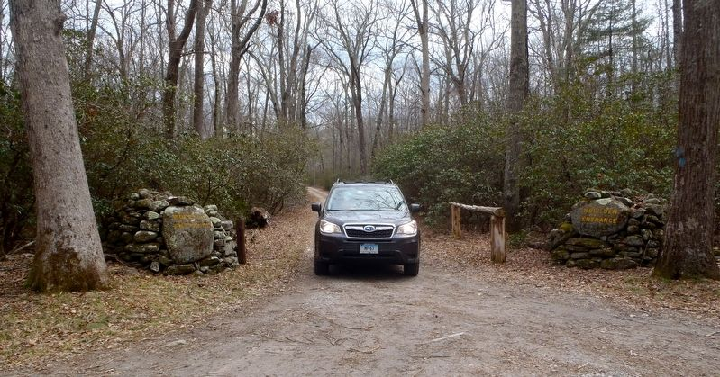 Wolf Den trailhead entrance off Wolf Den Drive. image. Click for full size.