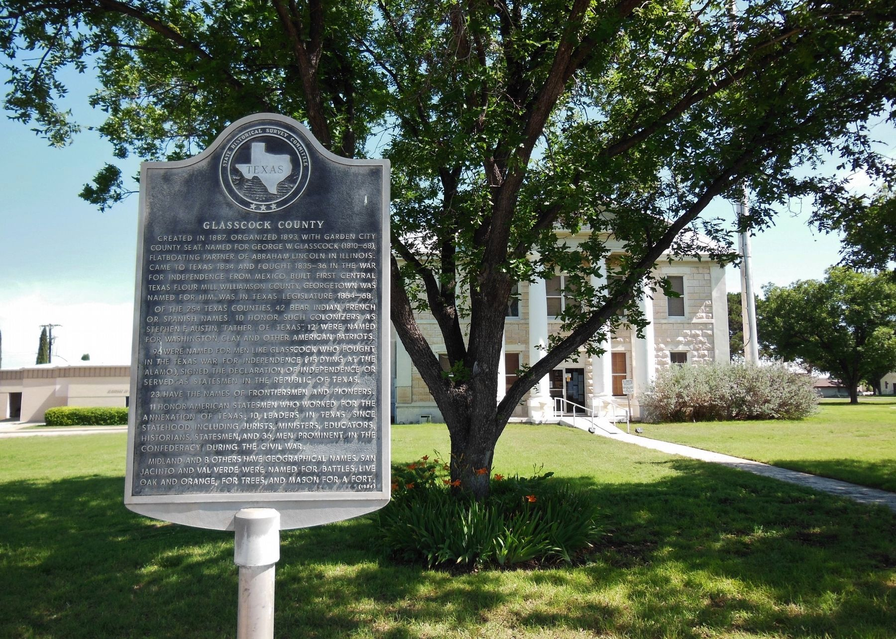 Glasscock County Marker (<i>wide view; Glasscock County Courthouse in background</i>) image. Click for full size.