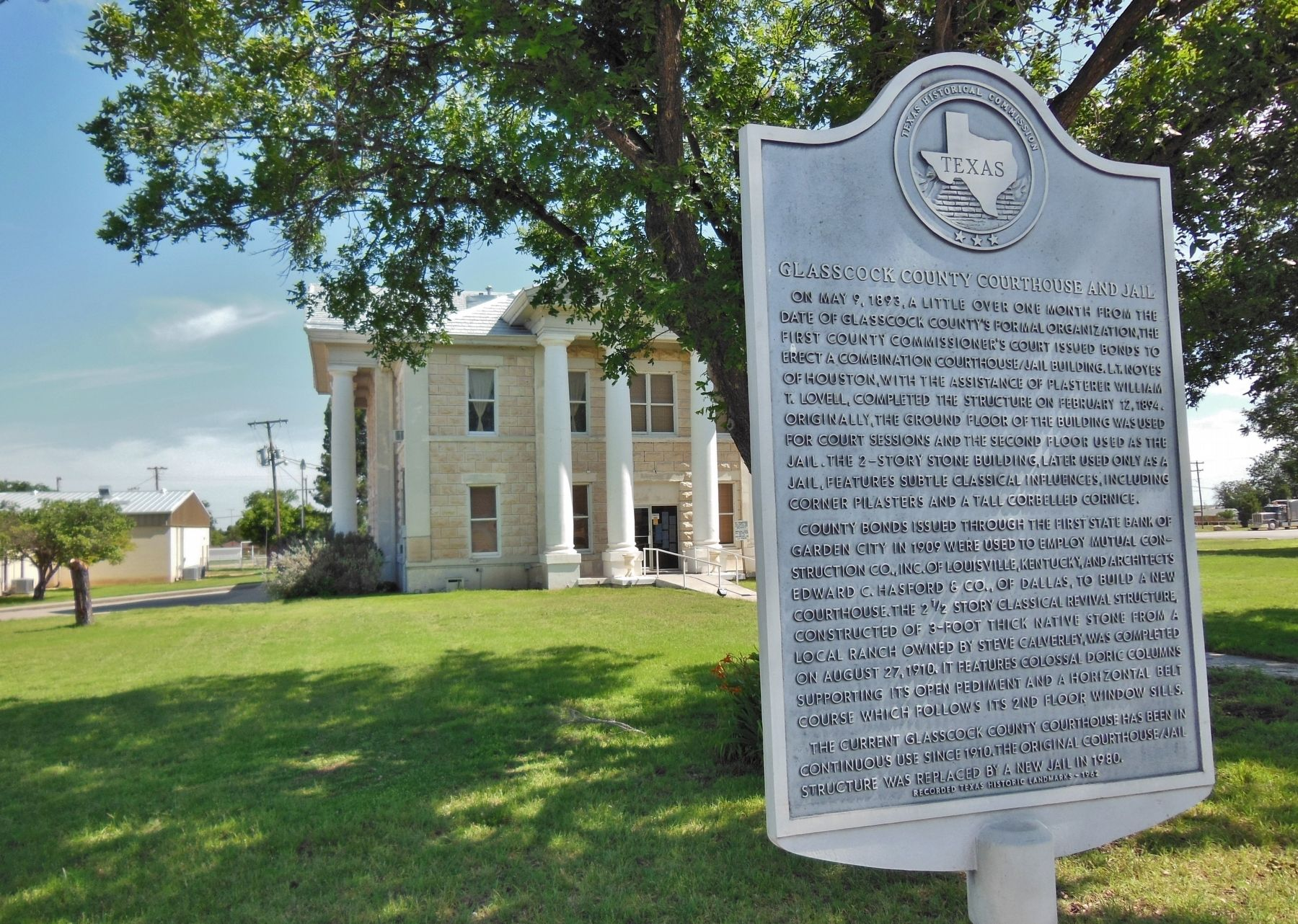 Glasscock County Courthouse and Jail Marker (<i>wide view; Glasscock County Courthouse in back</i>) image. Click for full size.