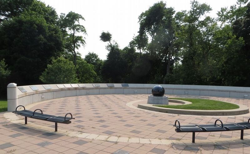 Waukegan Veterans Memorial Patriot's Wall and Fountain image. Click for full size.