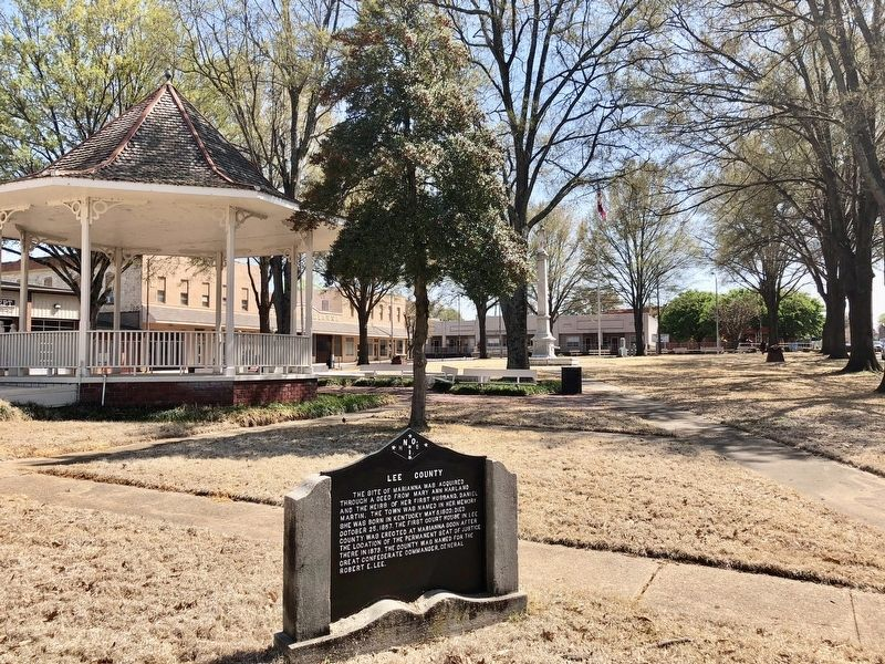 Lee County Marker and the court square. image. Click for full size.