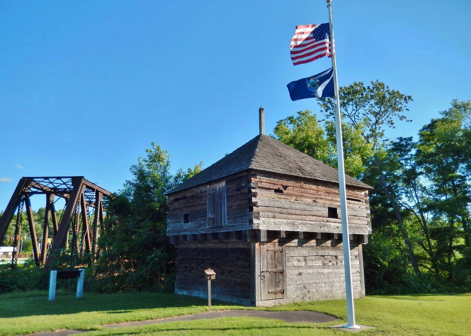 Fort Halifax Blockhouse (<i>marker visible in shade left of blockhouse</i>) image. Click for full size.