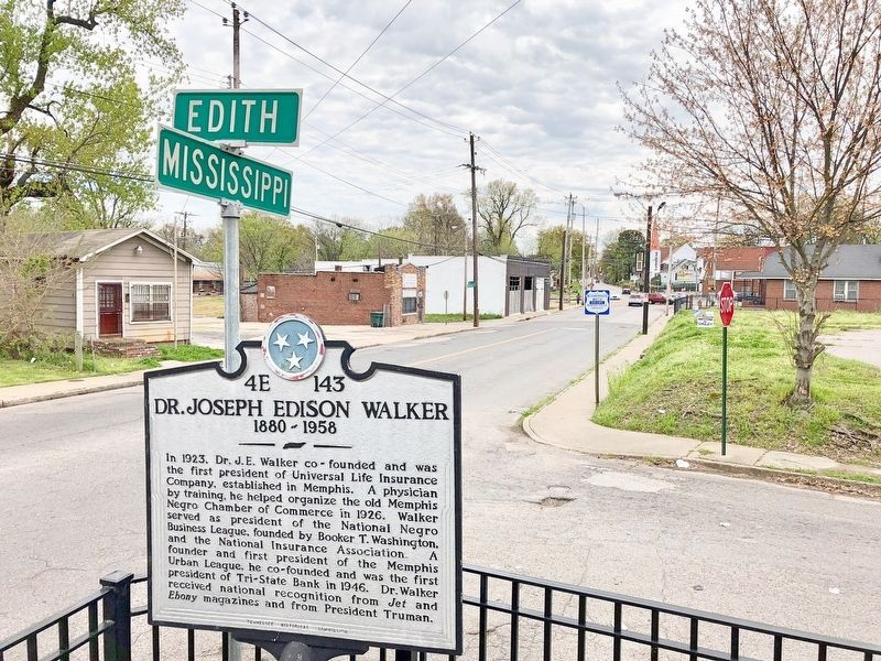 View of marker looking south on Mississippi Boulevard. image. Click for full size.