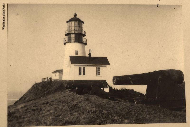 Marker detail: Cape Disappointment Lighthouse image. Click for full size.