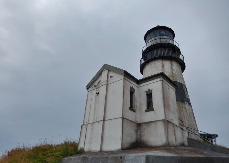 Cape Disappointment Lighthouse (<i>back corner view</i>) image. Click for full size.