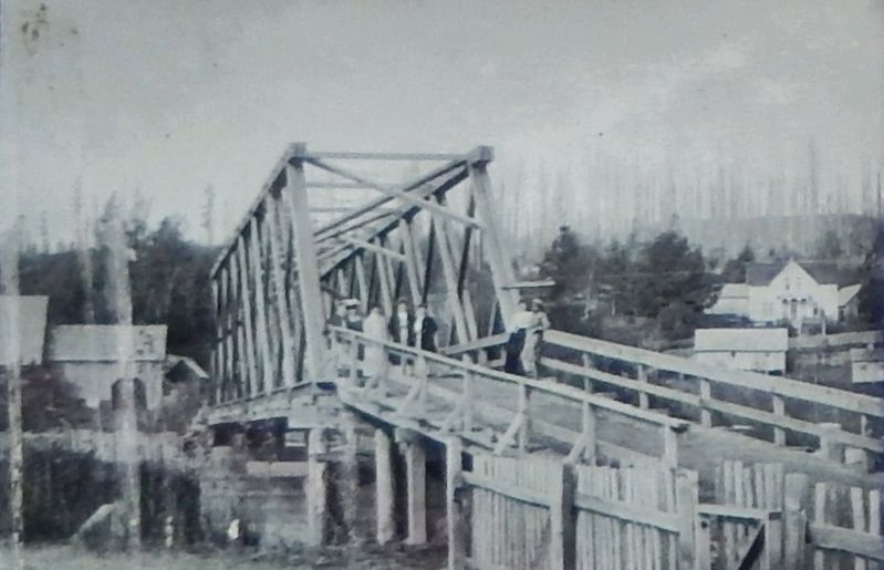 Marker detail: Bridge in 1905 with the Ahlberg Family image. Click for full size.