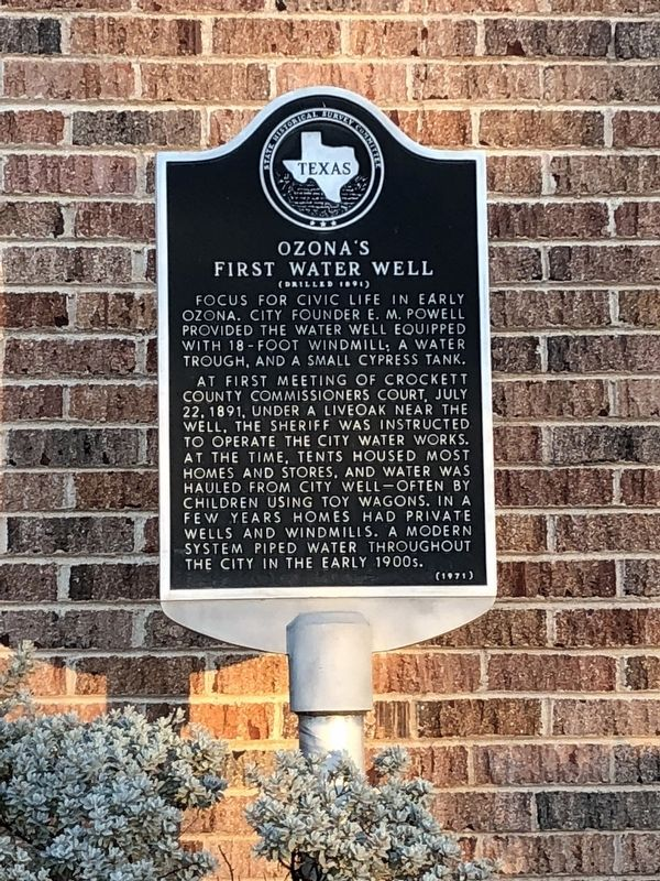 Ozona's First Water Well Marker image. Click for full size.
