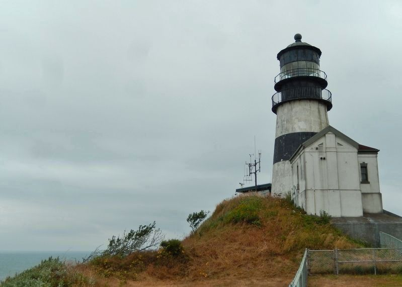 Cape Disappointment Lighthouse (<i>back side view</i>) image. Click for full size.