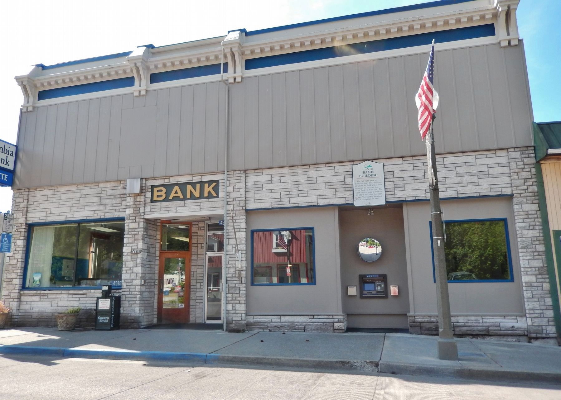 Concrete Bank Building Marker (<i>wide view; marker visible on wall above ATM</i>) image. Click for full size.