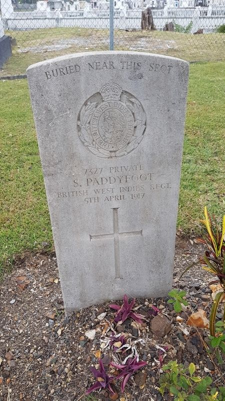 An example of a WWI grave at the cemetery image. Click for full size.
