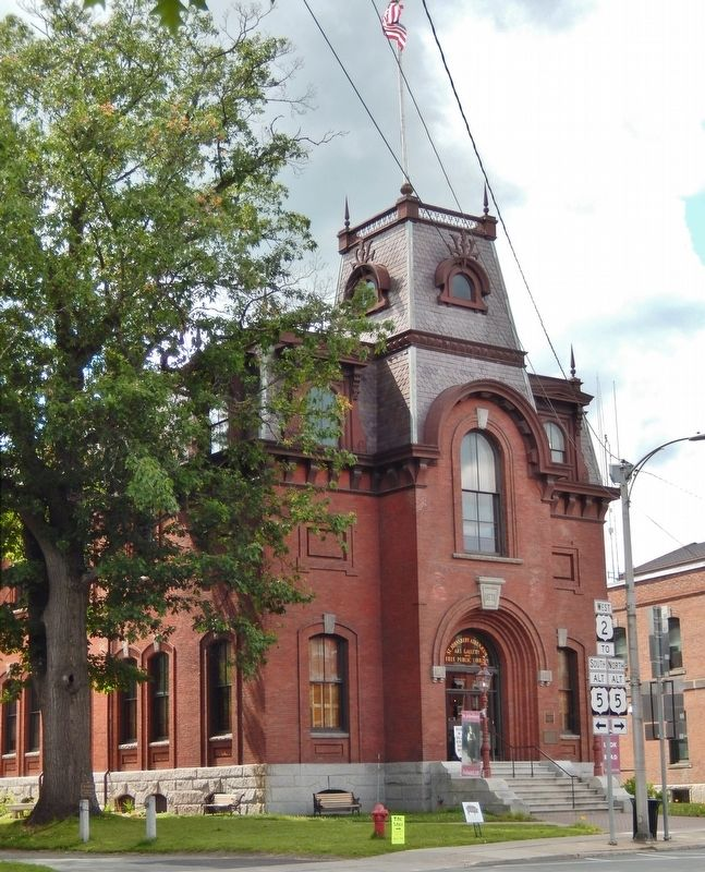 St. Johnsbury Athenaeum (<i>southeast corner view</i>) image. Click for full size.