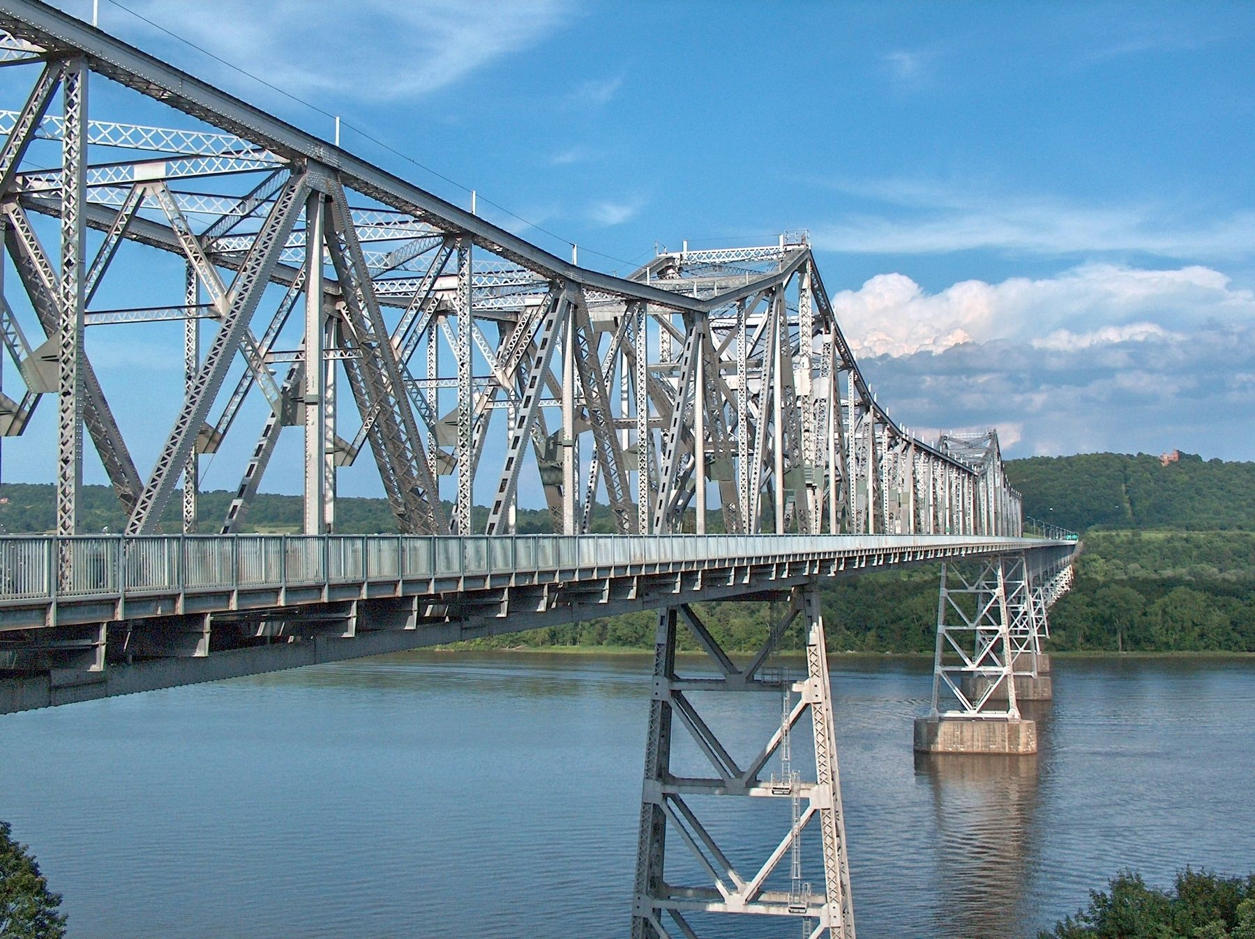 Rip Van Winkle Bridge (<i>view from west plaza, near marker</i>) image. Click for full size.