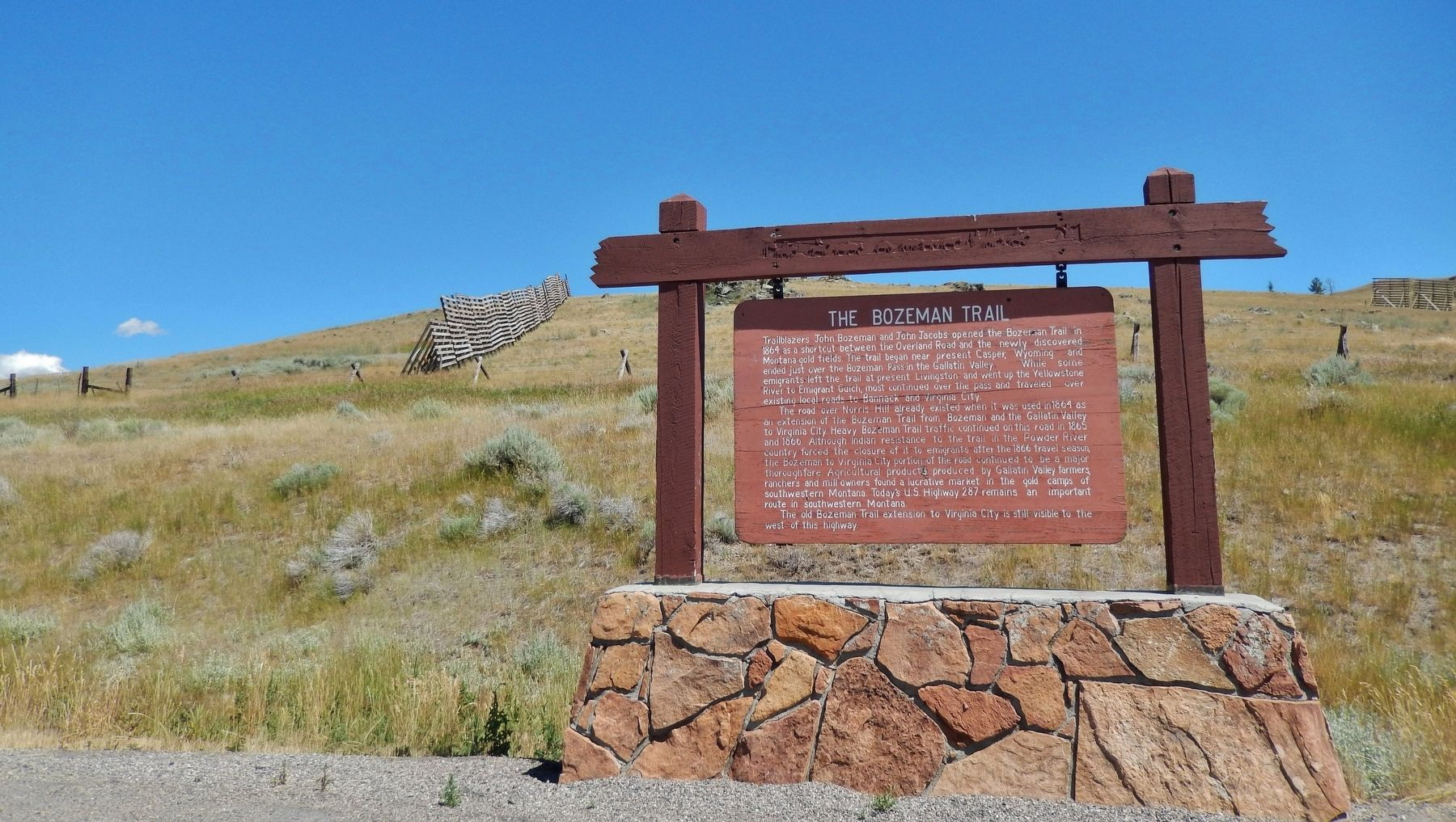 The Bozeman Trail Marker (<i>wide view</i>) image. Click for full size.