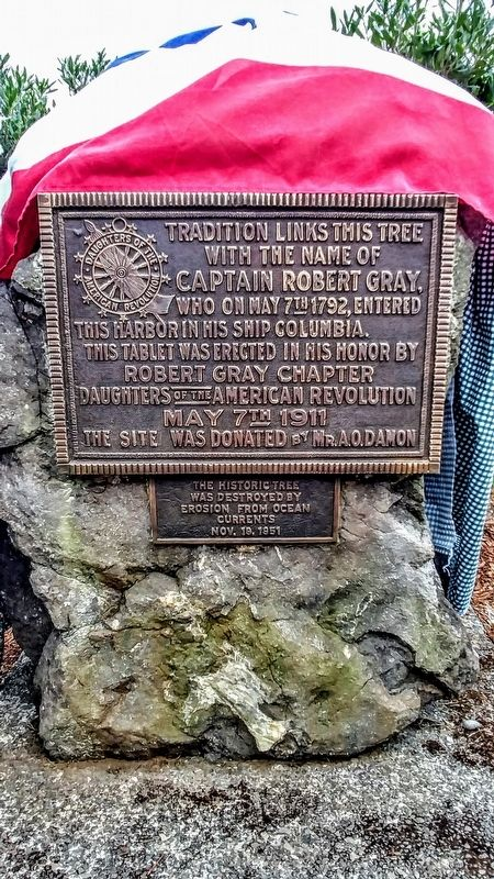 Lone Tree / Captain Robert Gray Marker image. Click for full size.