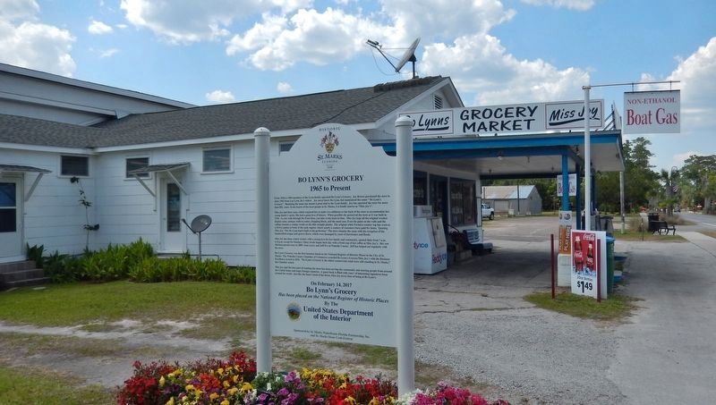 Bo Lynn&#39;s Grocery Marker (<i>back side; wide view; looking north toward Bo Lynn&#39;s Grocery</i>) image. Click for full size.
