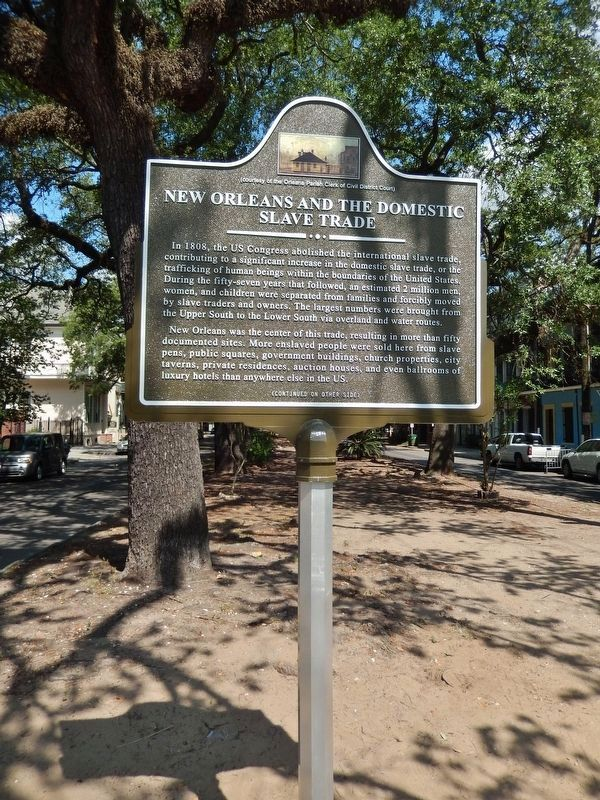 Domestic Slave Trade Marker (<i>tall view; Esplanade Avenue median in background</i>) image. Click for full size.