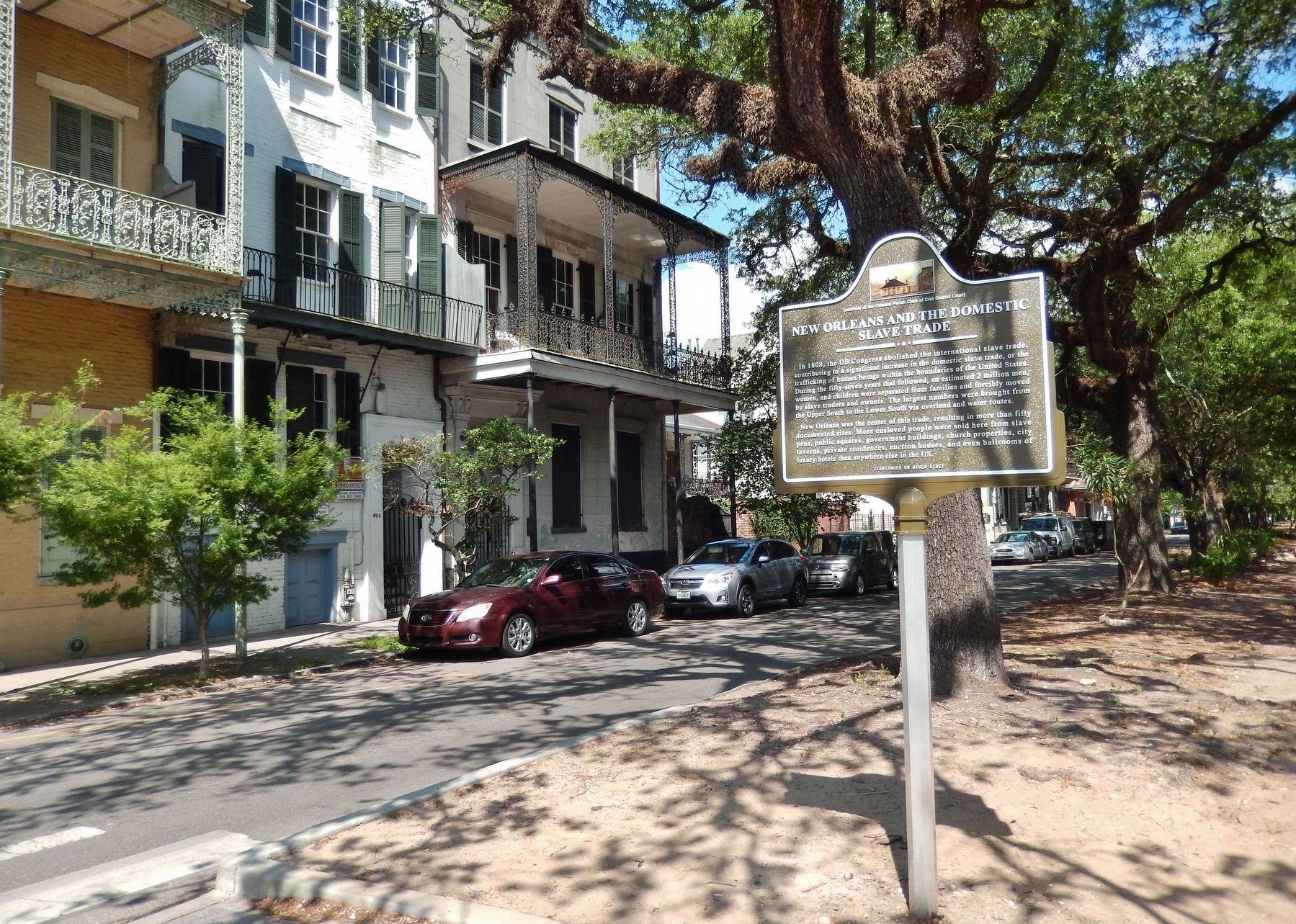 Domestic Slave Trade Marker (<i>front side; wide view; Esplanade Ave southbound in background</i>) image. Click for full size.