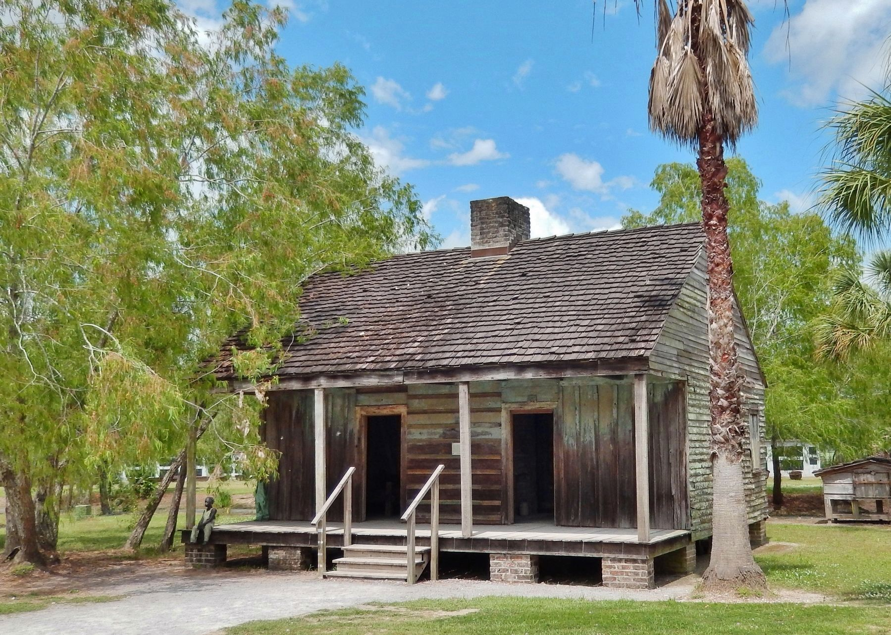 Slave Quarters (<i>front corner view</i>) image. Click for full size.