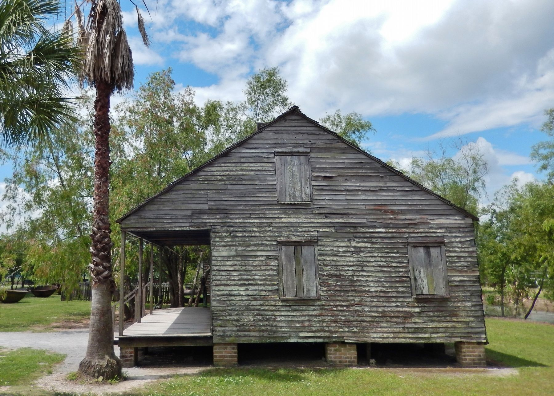 Slave Quarters (<i>side view</i>) image. Click for full size.
