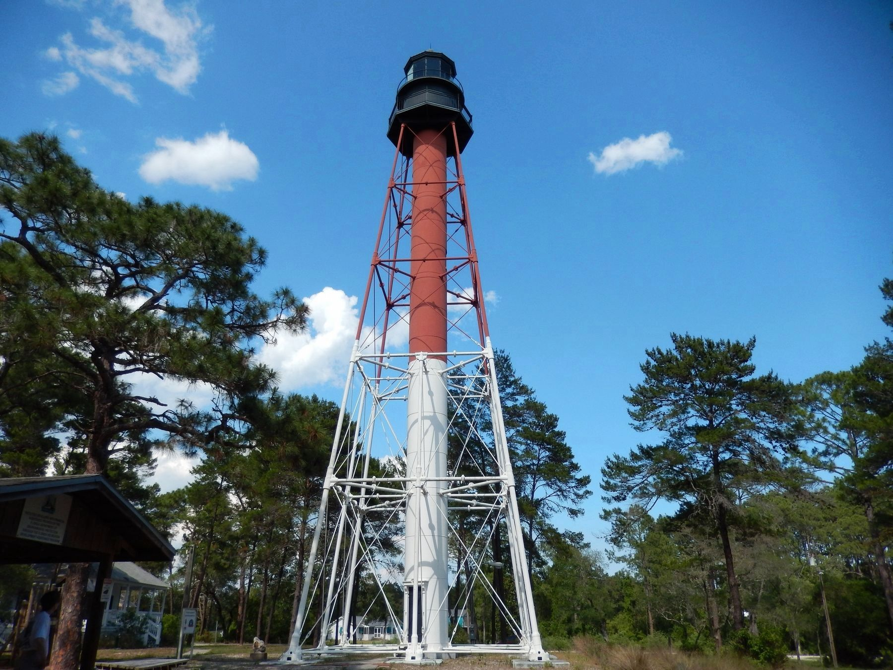 Crooked River Lighthouse (<i>west side view; marker visible [edge-on] left of lighthouse</i>) image. Click for full size.