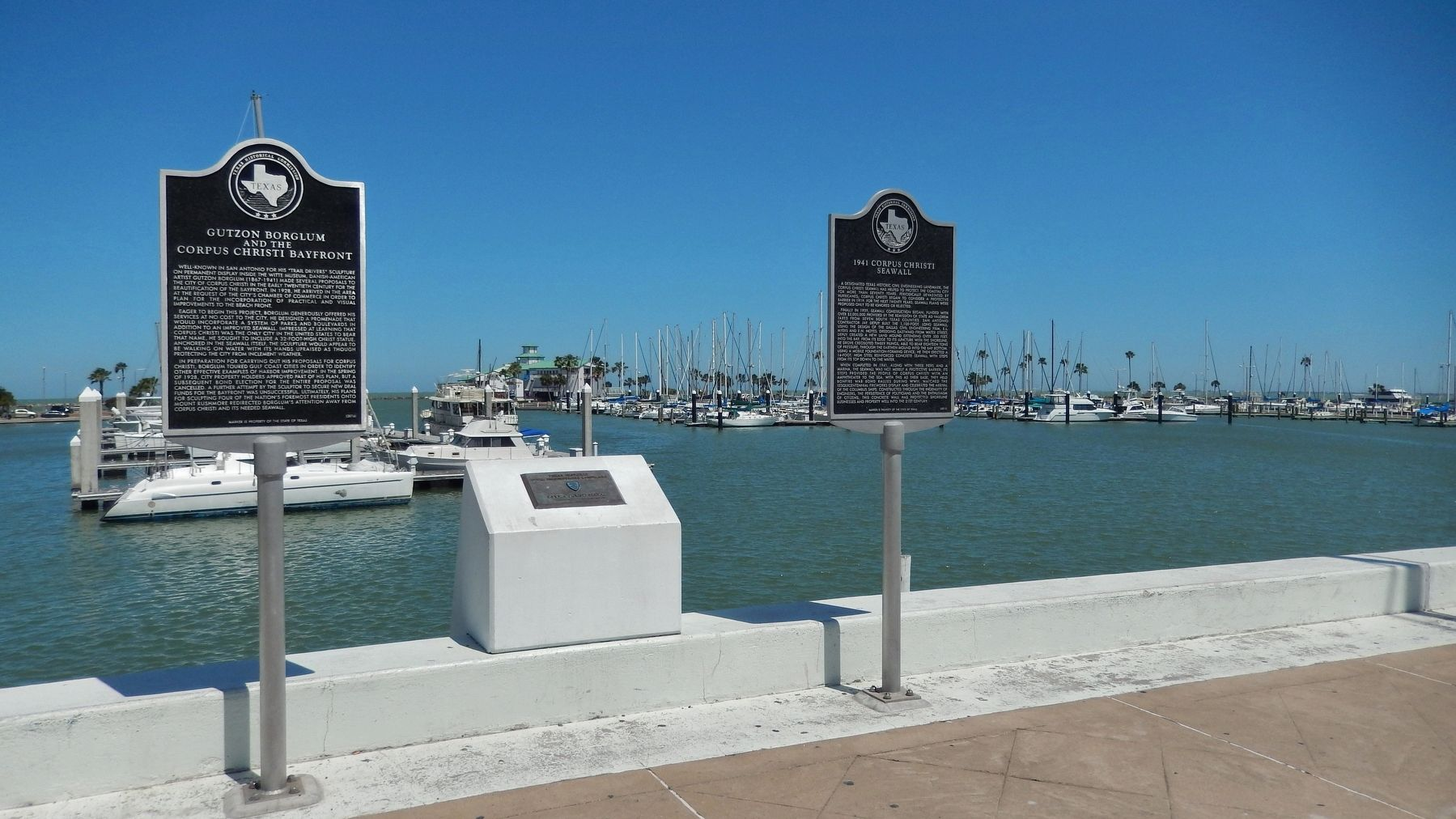 Gutzon Borglum Corpus Christi Bayfront Marker (<i>wide view; showing adjacent marker on right</i>) image. Click for full size.