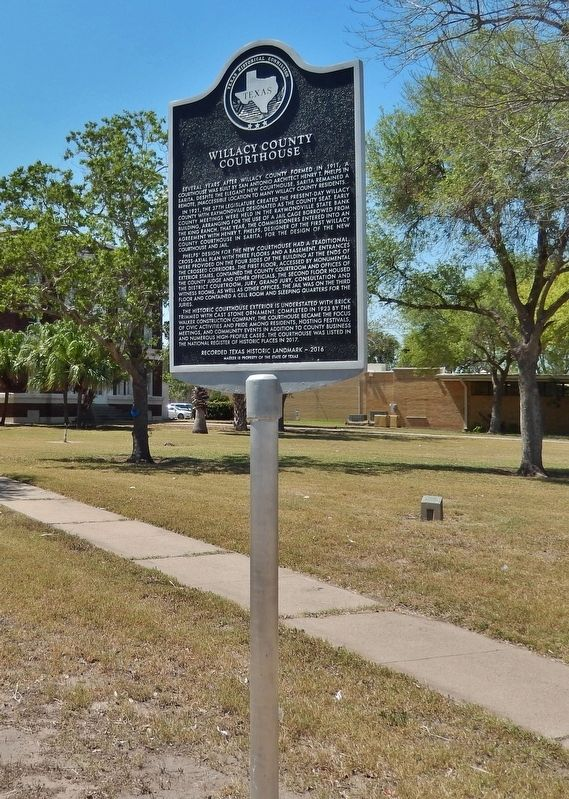 Willacy County Courthouse Marker (<i>tall view</i>) image. Click for full size.