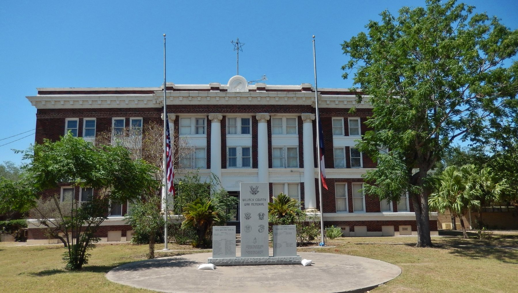 Willacy County Courthouse (<i>front view - from West Hildago Avenue</i>) image. Click for full size.