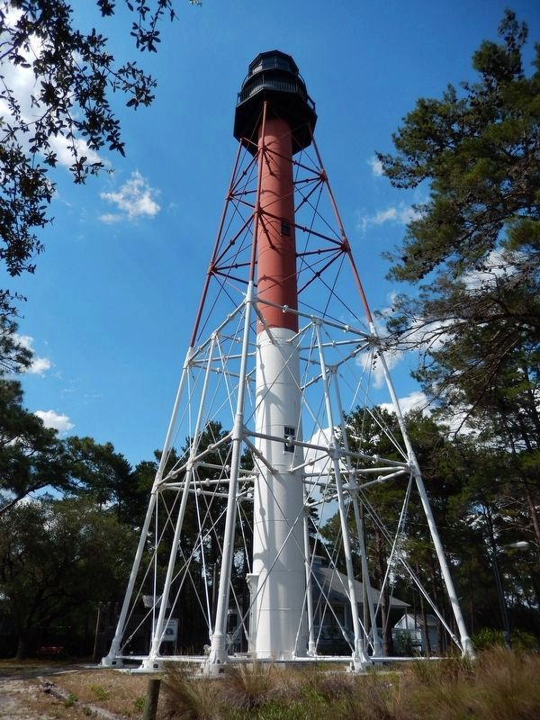 Crooked River Lighthouse (<i>tall view</i>) image. Click for full size.