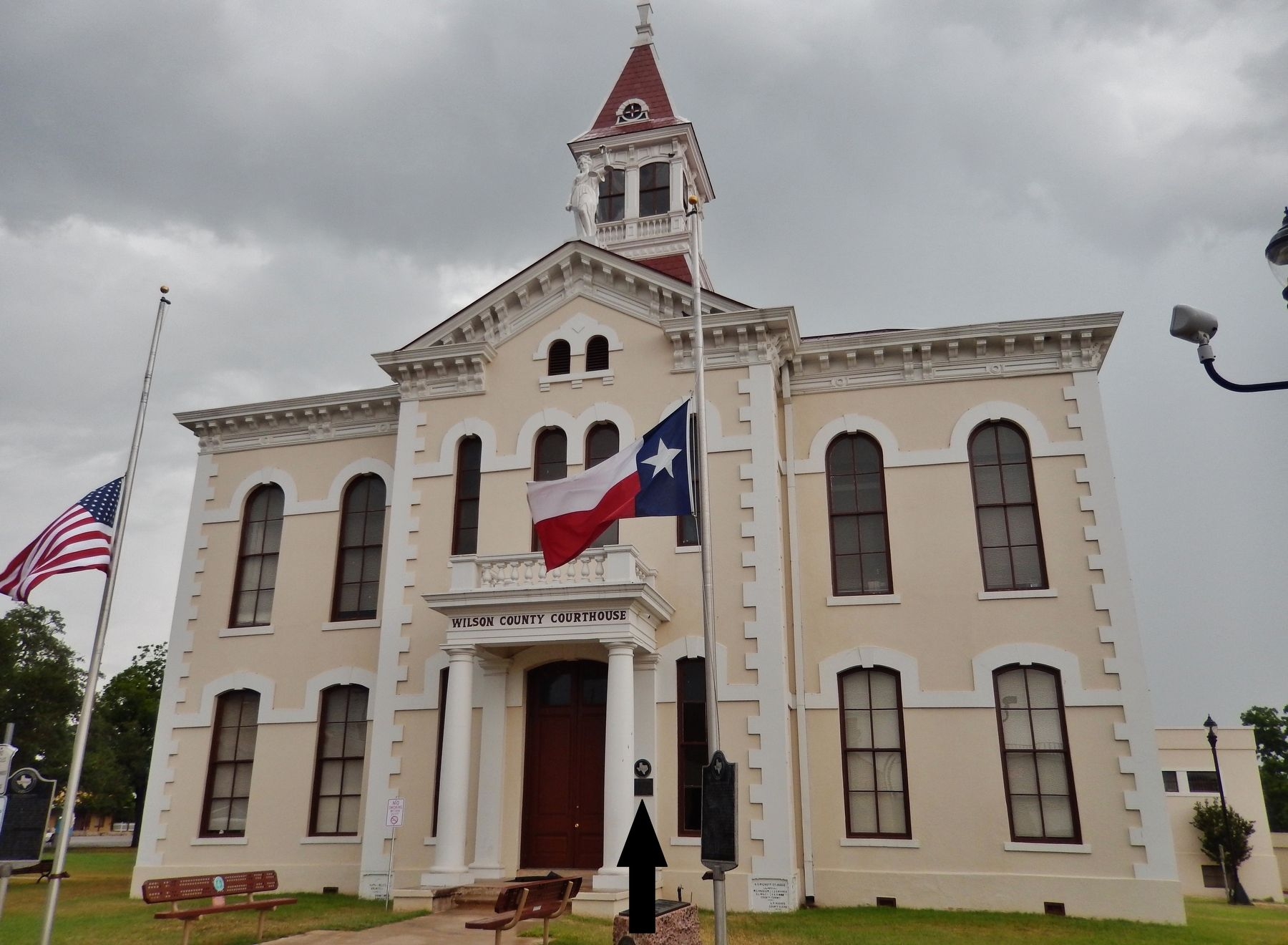 Wilson County Courthouse (<i>wide view; marker visible just right of entrance</i>) image. Click for full size.