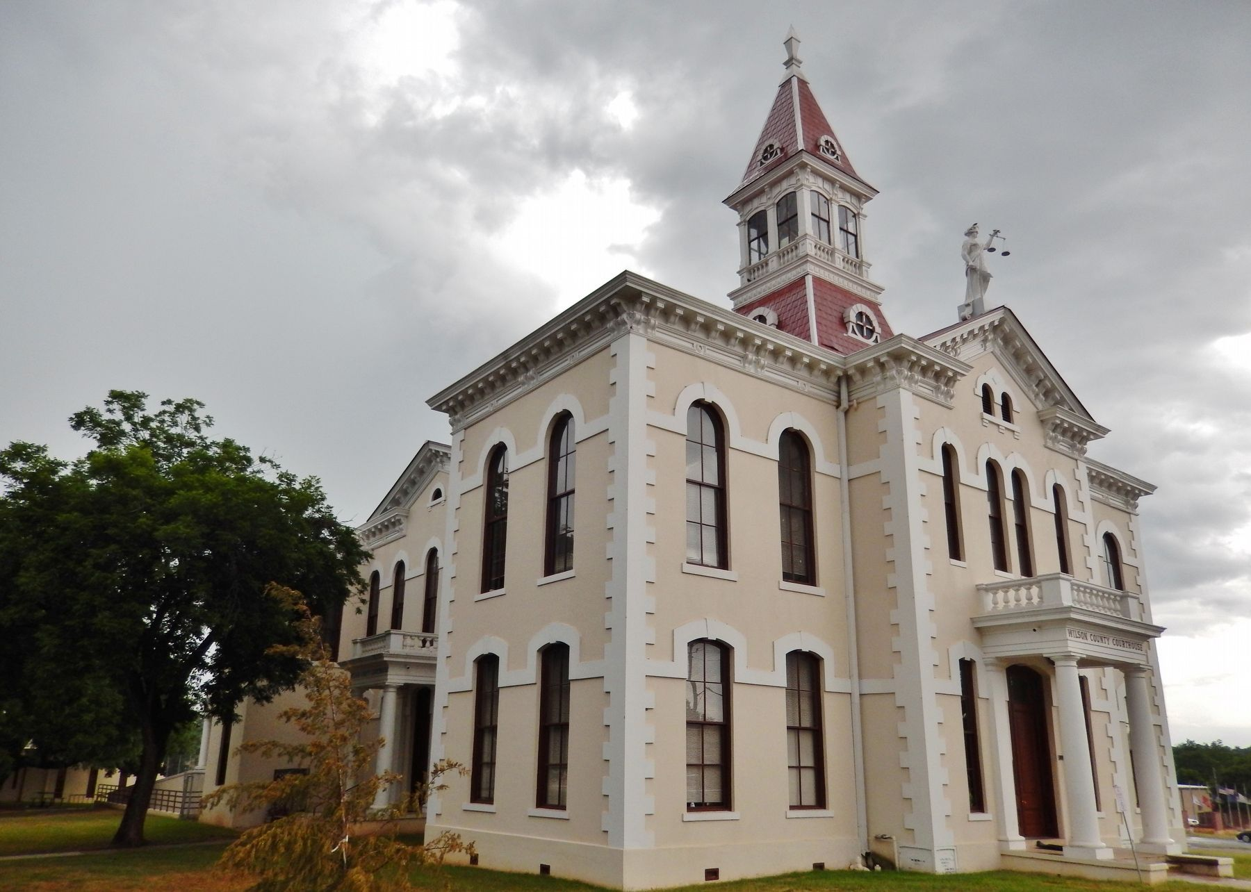 Wilson County Courthouse (<i>northwest corner view</i>) image. Click for full size.