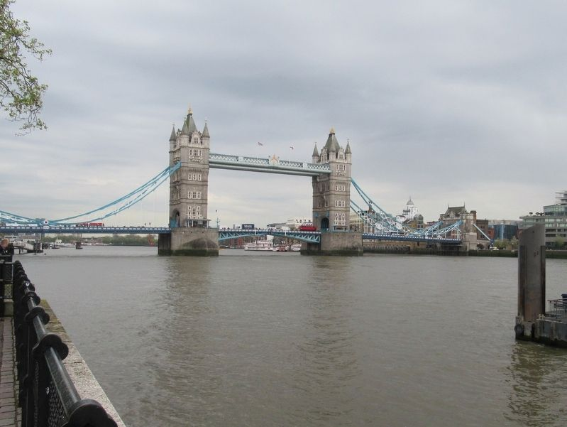 Tower Bridge from the North Shore image. Click for full size.