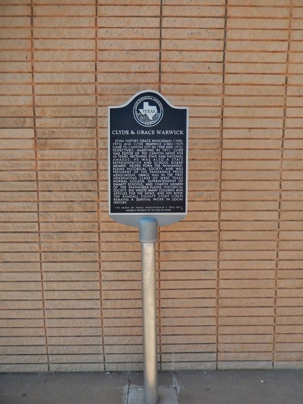 Clyde & Grace Warwick Marker (<i>tall view</i>) image. Click for full size.