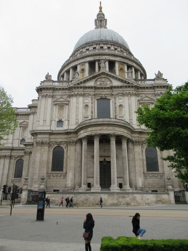 St Paul's Cathedral image. Click for full size.
