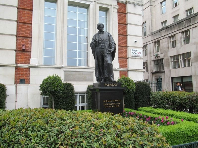 Statue of Michael Faraday in front of the Institution of Engineering and Technology and the Marker image. Click for full size.