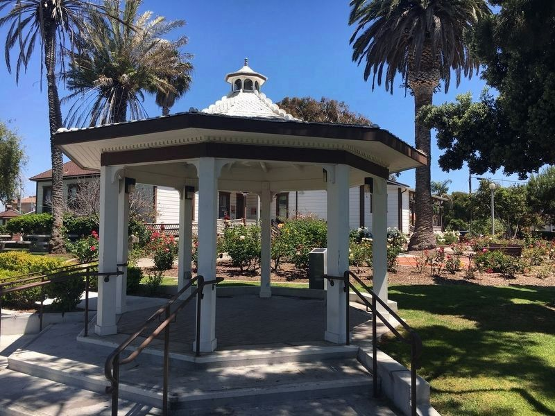 The Twin Inns Gazebo and Marker image. Click for full size.