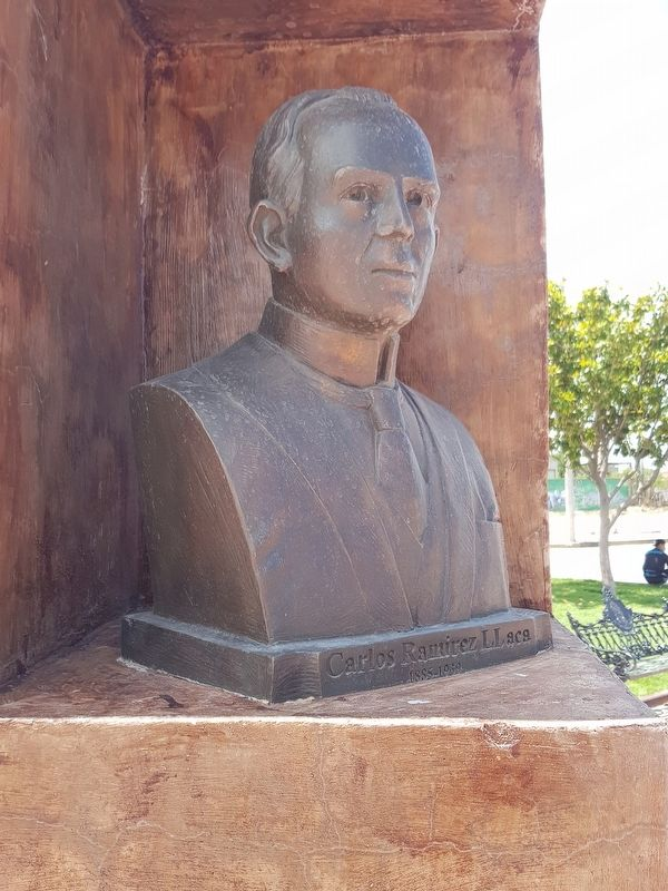 A bust of Ramírez Llaca on the Plaza of the Constituent Congress of 1917 image. Click for full size.
