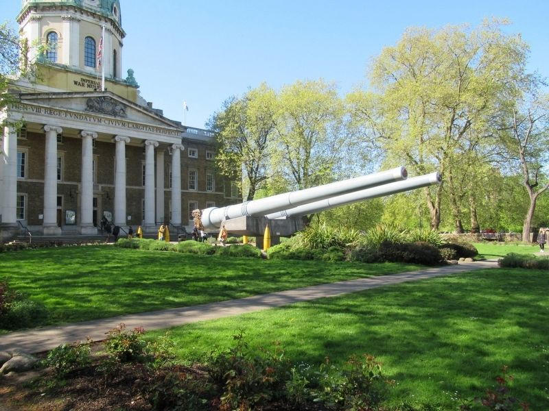 British 15-inch naval guns in front of the Imperial War Museum image. Click for full size.