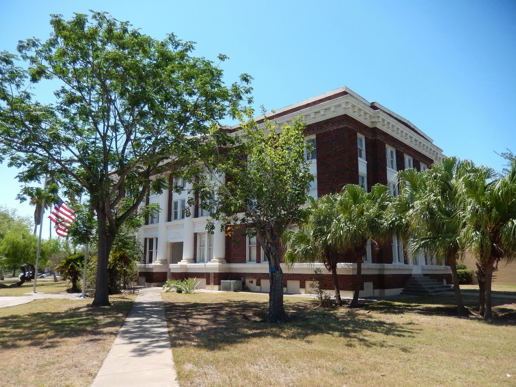 Willacy County Courthouse (<i>view from near marker</i>) image. Click for full size.