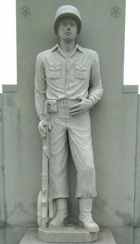 War Memorial WWII Soldier Statue image. Click for full size.