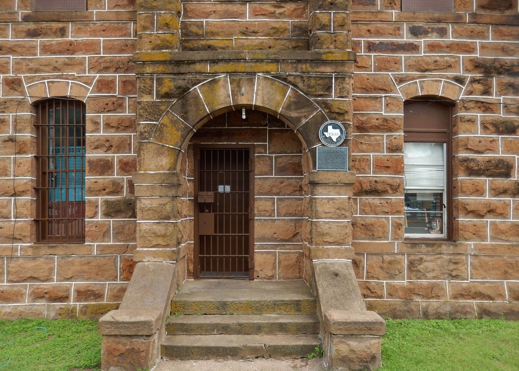 Mason County Jail Marker (<i>wide view; showing entry & window arches; marker right of door</i>) image. Click for full size.