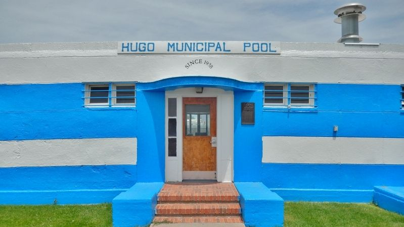 Hugo Municipal Pool Marker (<i>wide view; marker visible just right of entrance</i>) image. Click for full size.