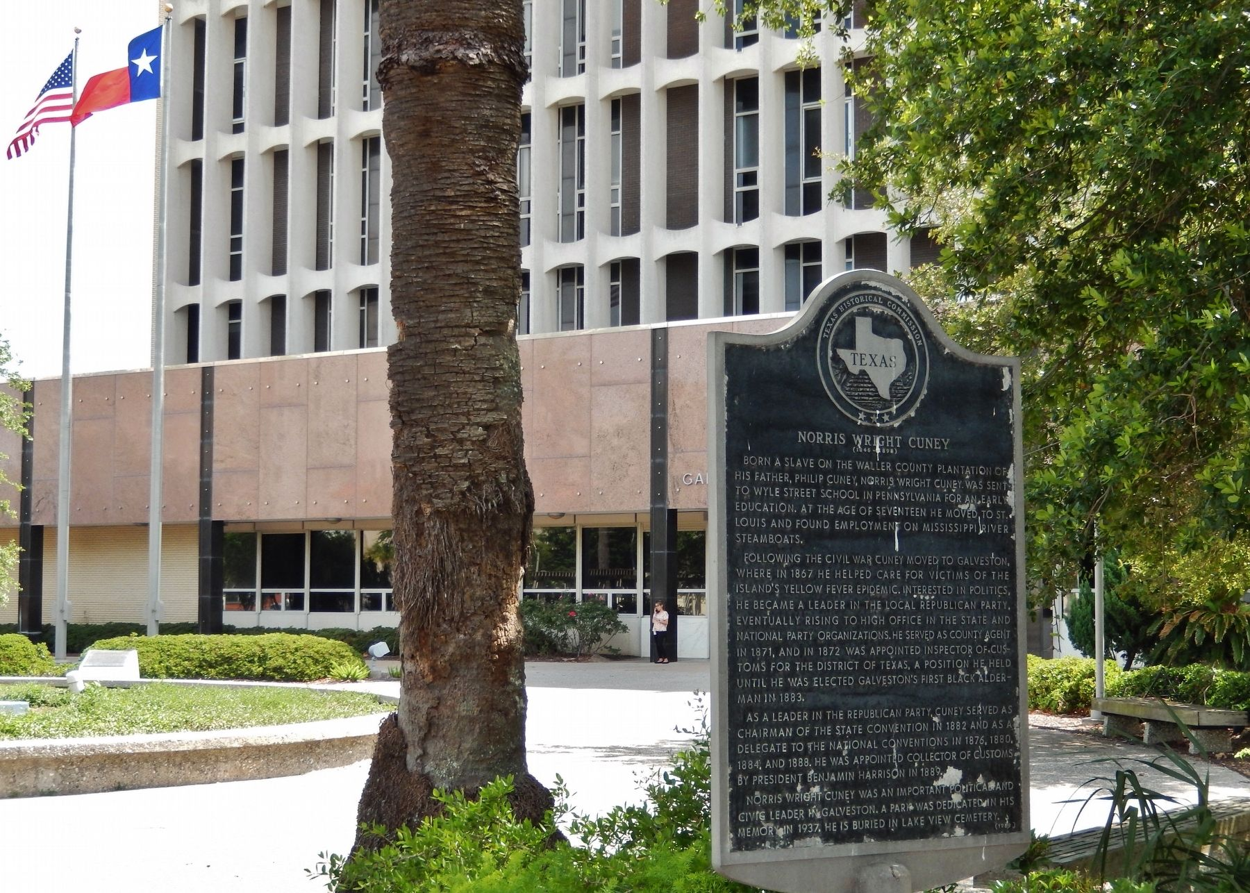 Norris Wright Cuney Marker (<i>wide view; Galveston County Courthouse in background</i>) image. Click for full size.